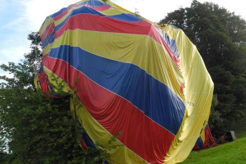 Schindellegi SZ - Heissluftballon mit Sicherungslandung