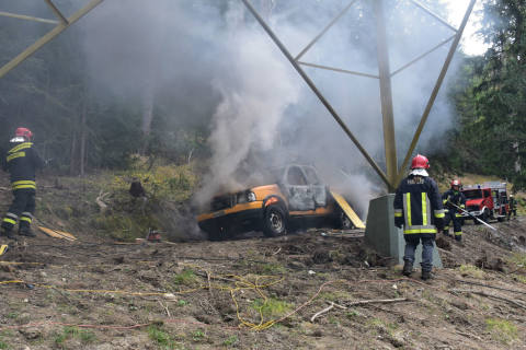 S-chanf GR - Notstromaggregat und Pick-up in Brand geraten