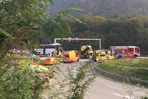 Sigirino TI - Zwei schwer Verletzte und ein Toter bei Unglück auf der A2