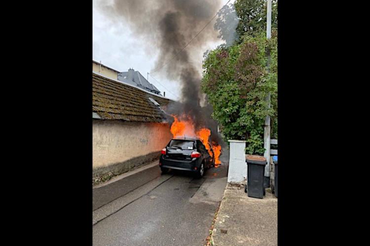 Brand eines Pkw in Sayn