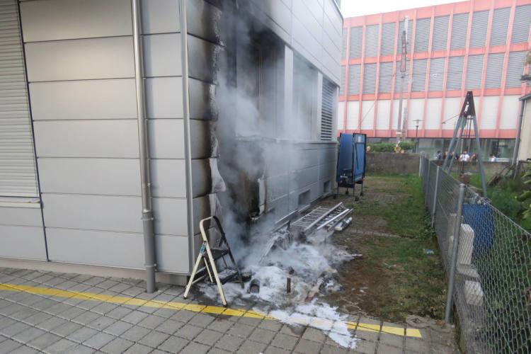 Lenzburg AG - Brand einer Kiste griff auf die Fassade über