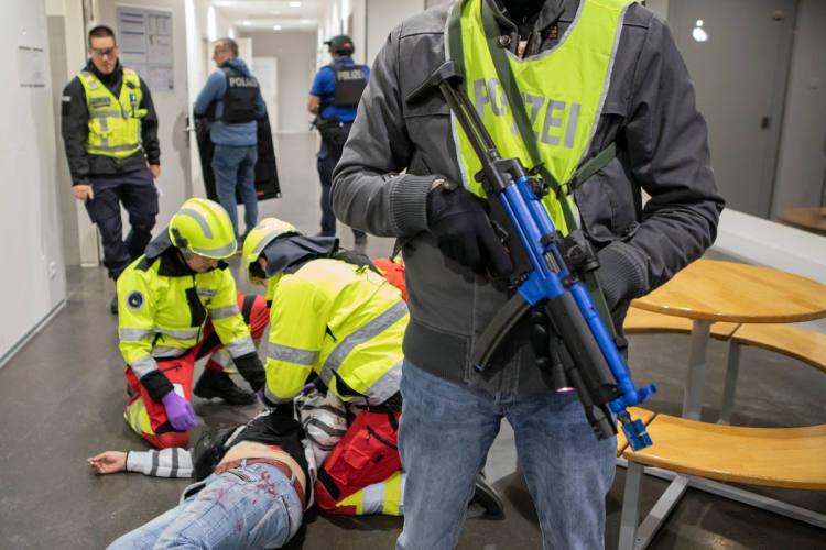 Oberkirch LU - Einsatzübung der Luzerner Polizei und des Rettungsdienstes - Polizeiticker.ch