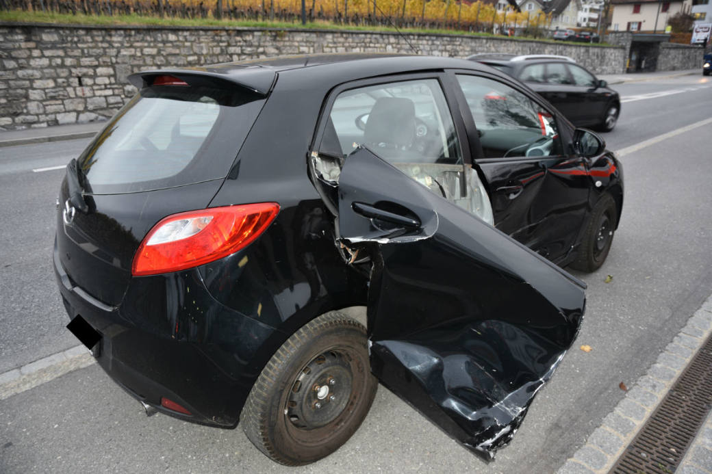 Demoliertes Auto nach Crash in Vaduz.