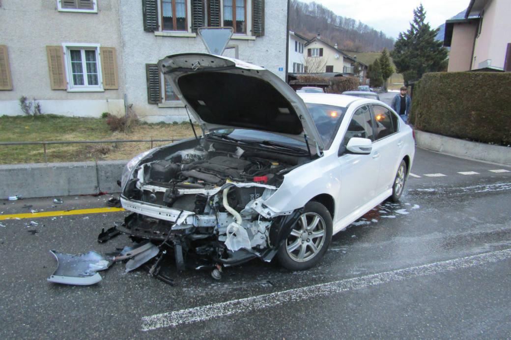 Das Auto wurde massiv beschädigt.