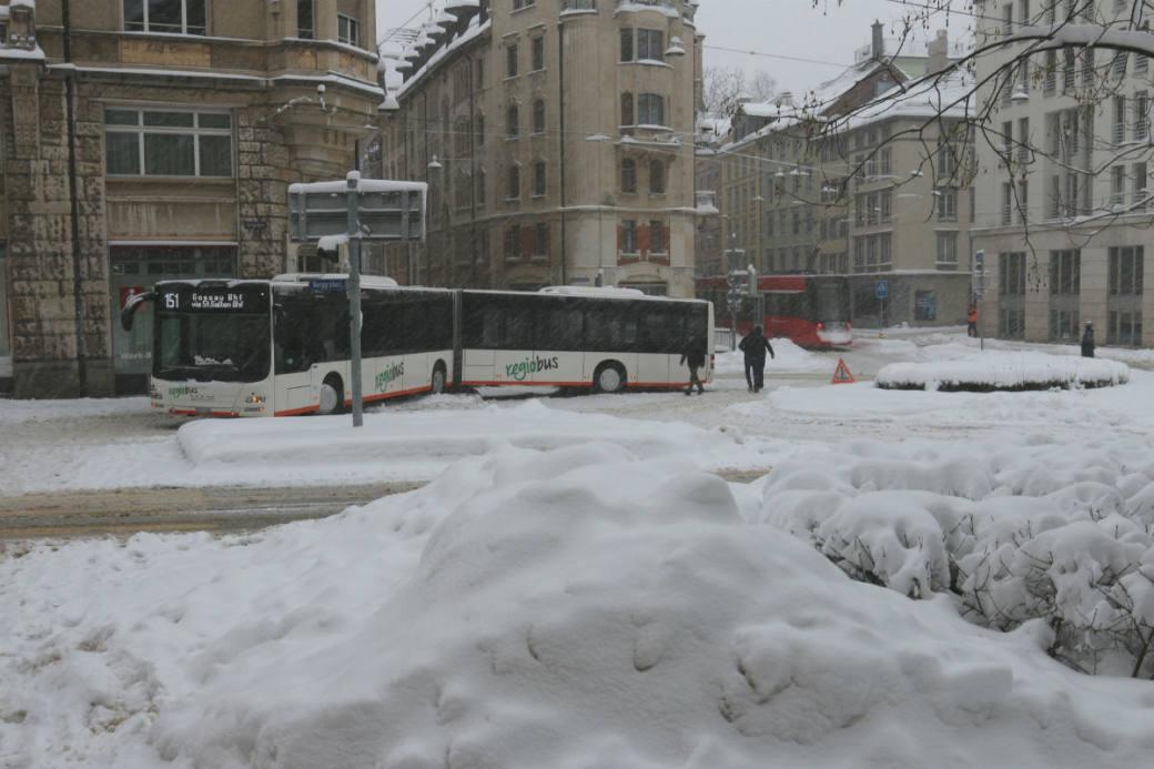Der Linienbus verkeilte sich.
