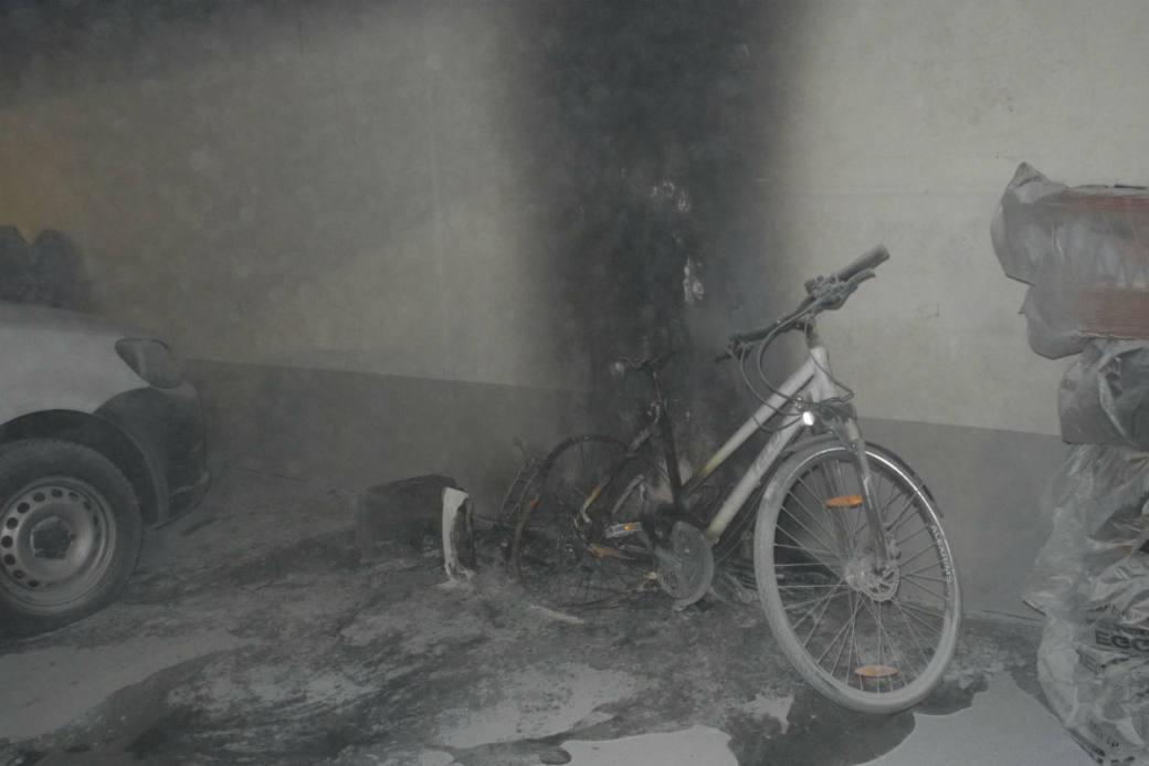 Ein Velo brannte.