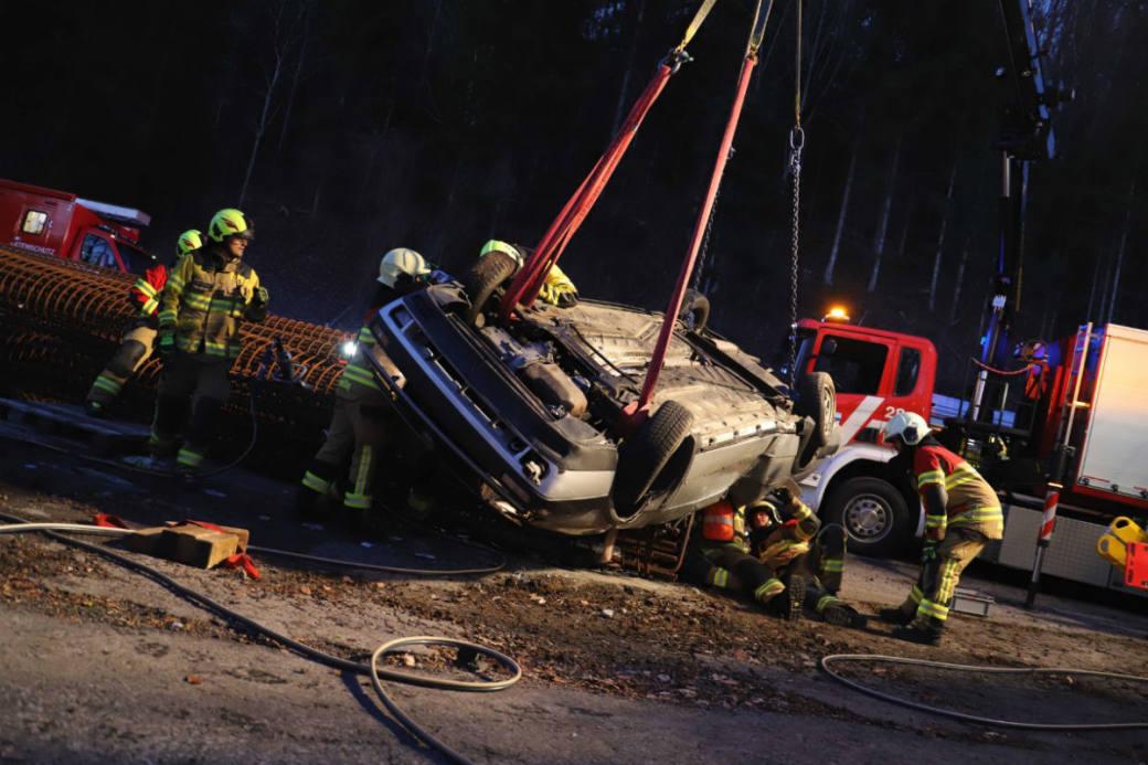 Die Beifahrerin verletzte sich schwer.