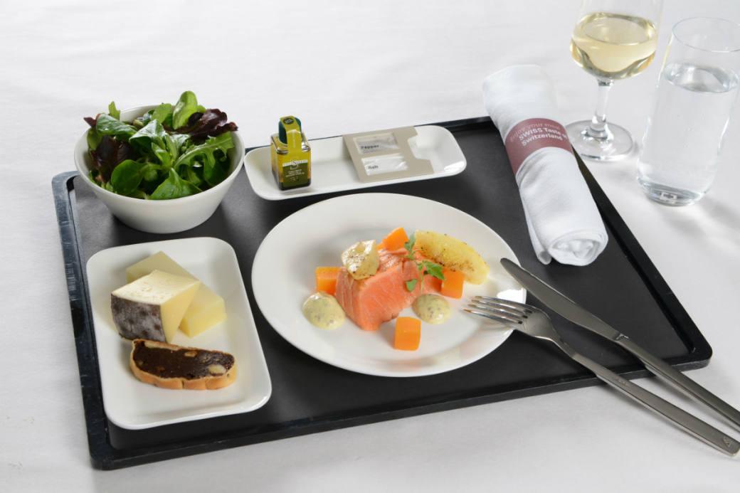 Lachsforellen-Tataki zur Vorspeise in der Business Class