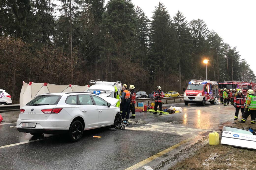 Drei Personen wurden teils schwer verletzt.