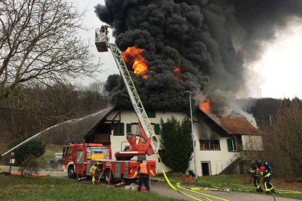 Das Bauernhaus brannte voll aus.