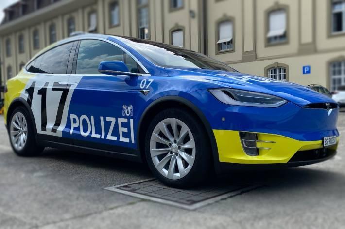 In Basel ist heute eine Frau vom Balkon gestürzt und verletzte sich dabei schwer.