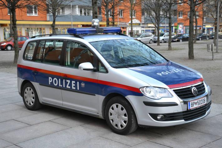 Ein 30-Jähriger stach in Linz-Land auf seinen schlafenden Bruder ein!