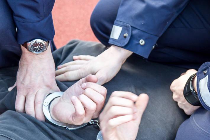 Am Sonntag musste die Stadtpolizei St.Gallen einen Mann in polizeilichen Gewahrsam nehmen (Symbolbild)