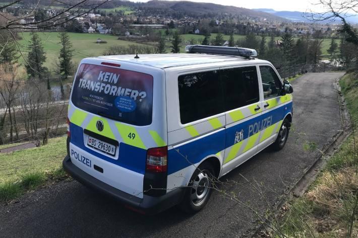 In Basel wurden zwei junge Männer von 20 Personen angegriffen.