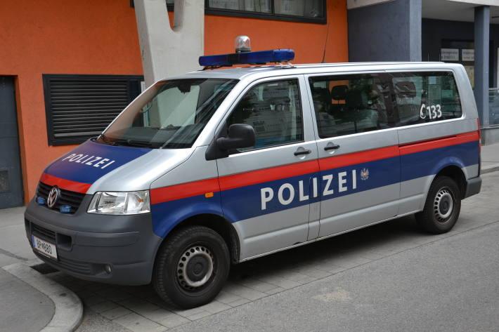 In Salzburg wurde gestern ein Mann von einem Jugendlichen bedroht.