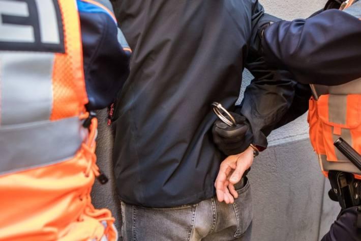 Fahrer nach Unfall in Frasnacht festgenommen (Symbolbild)