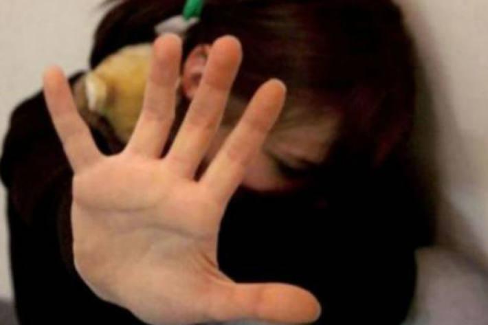 Ein Mann hat in Stuttgart ein 13 Jahre altes Mädchen sexuell belästigt (Symbolbild)