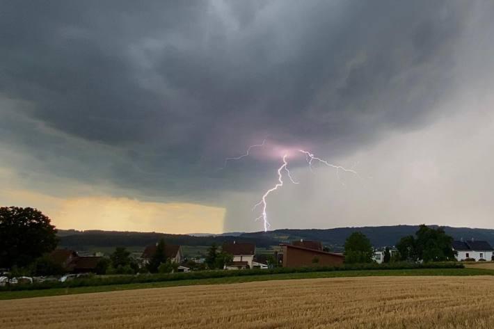 Heftige unwetterartige Gewitter in weiten Teilen Deutschlands zu erwarten.
