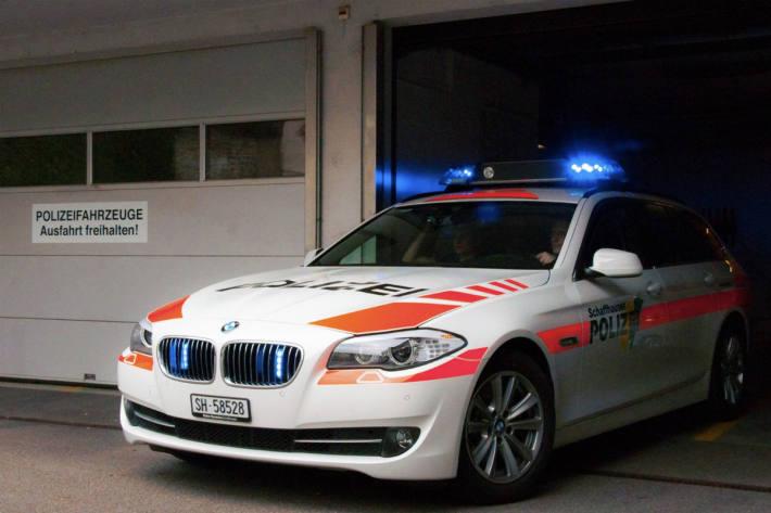Die Schaffhauser Polizei sucht Zeugen dieses Entreissdiebstahls (Symbolbild)