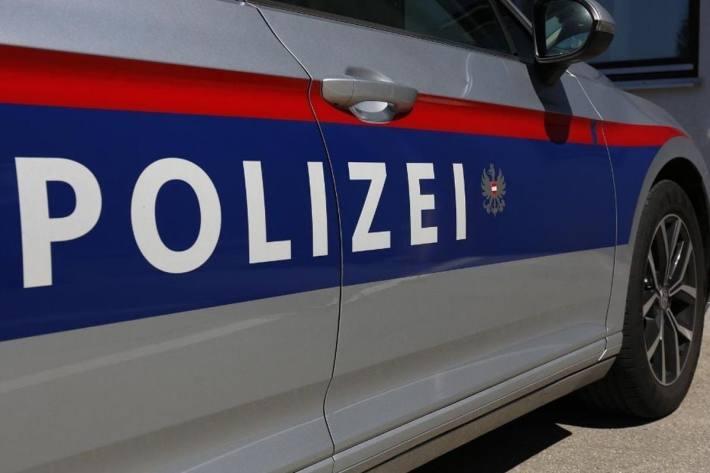 Ein Lkw kippte in Sankt Stefan im Rosental zur Seite und verletzte den Führer.