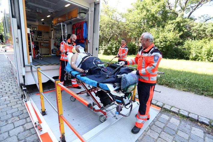 Mann mit Schnittverletzung im Krankenhaus in Windisch (Symbolbild)
