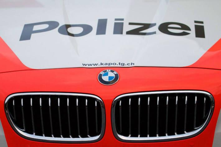 In Herrenhof TG soll ein Porsche verunfallt und danach weitergefahren sein.