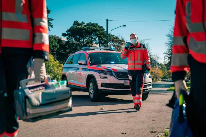 Schwerer Unfall zwischen Rennradfahrer und PKW in Neudau (Symbolbild)