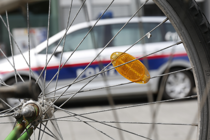 Verkehrsunfall zwischen LKW und Fahrradfahrer in Wien (Symbolbild)