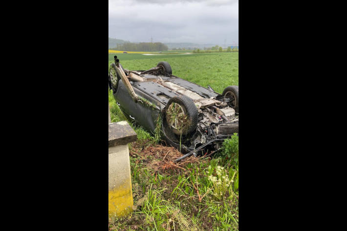 Auto überschlug sich in Dintikon