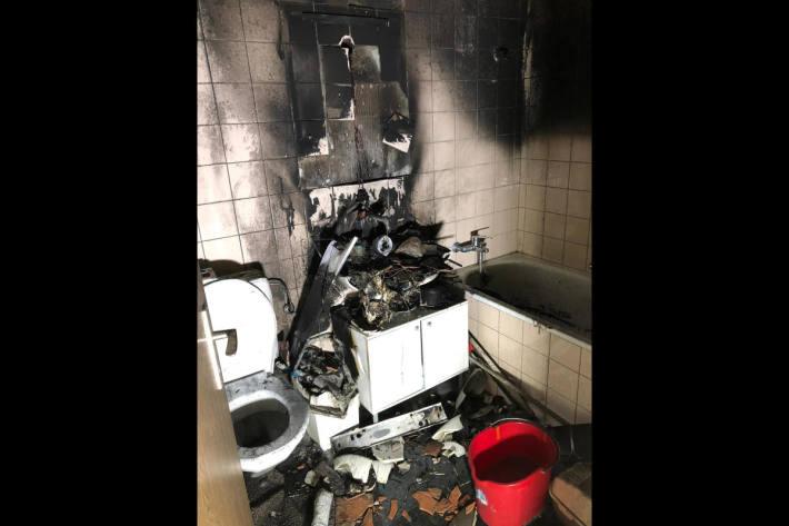Brand in Badezimmer fordert neun verletzte Personen