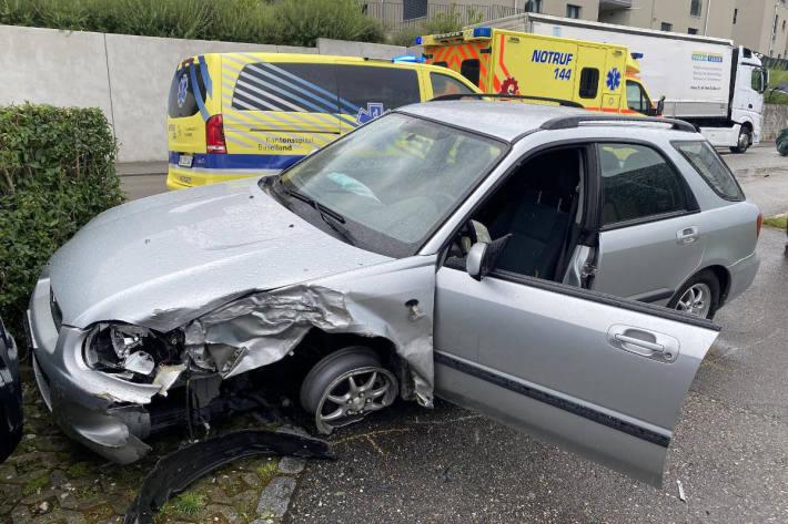 Kollision zwischen zwei Personenwagen in Bubendorf BL
