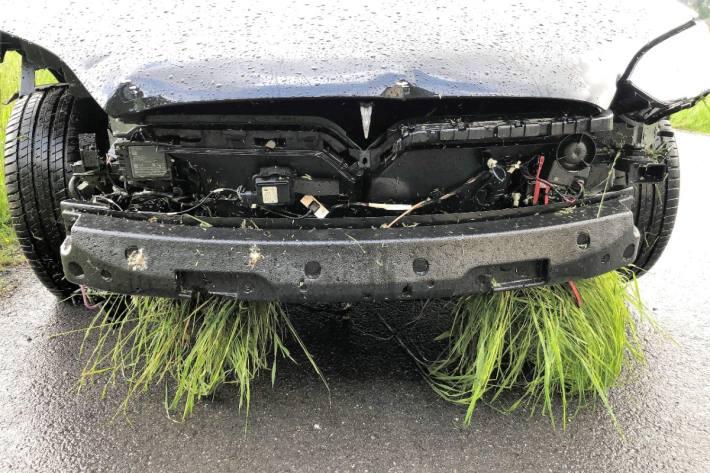 In Näfels GL wegen Ablenkung Unfall verursacht.