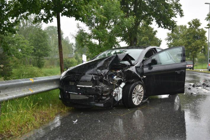 Ein Auto geriet auf die Gegenfahrbahn.
