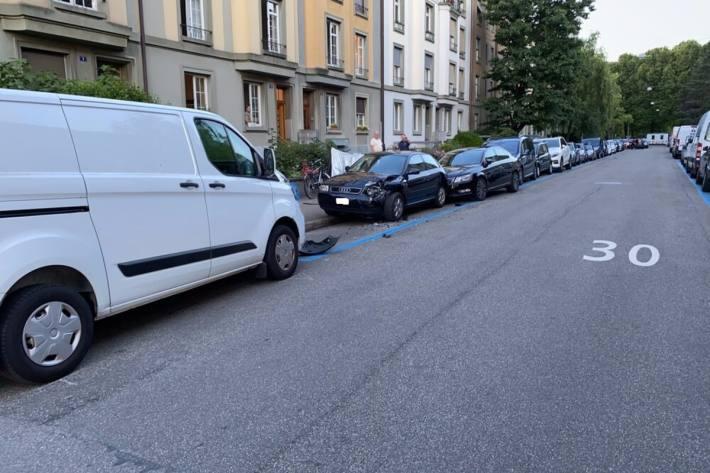 Der Lenker vom Audi hat die Kontrolle vom Fahrzeug in der Stadt Basel verloren und ist verunfallt.