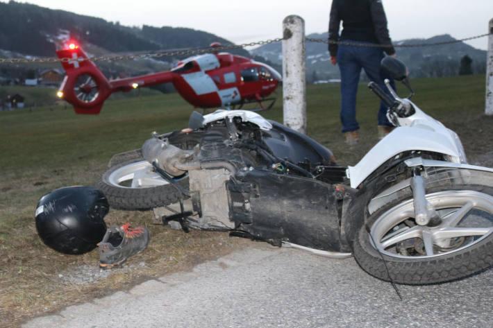 16-Jähriger stürzt mit Motorrad in Steinegg