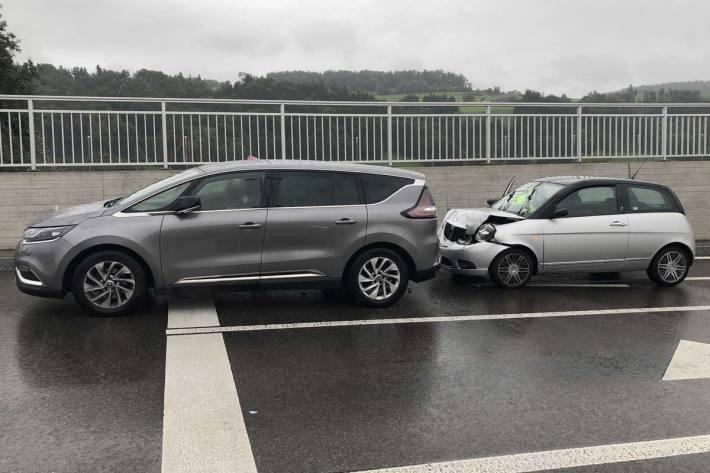 Auffahrunfall mit Verletzten in Bütschwil