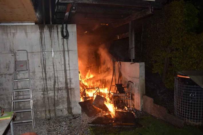 Elektrorasenmäher gerät in Brand in Oberuzwil