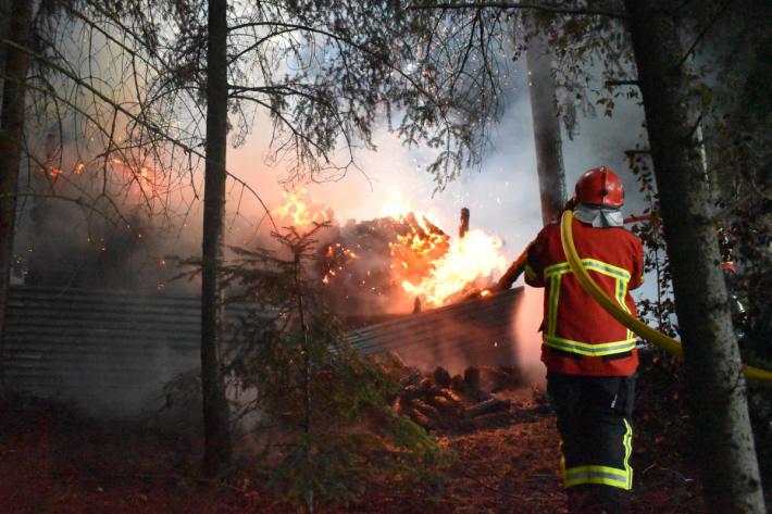 Holzunterstand bei Altbüron komplett abgebrannt