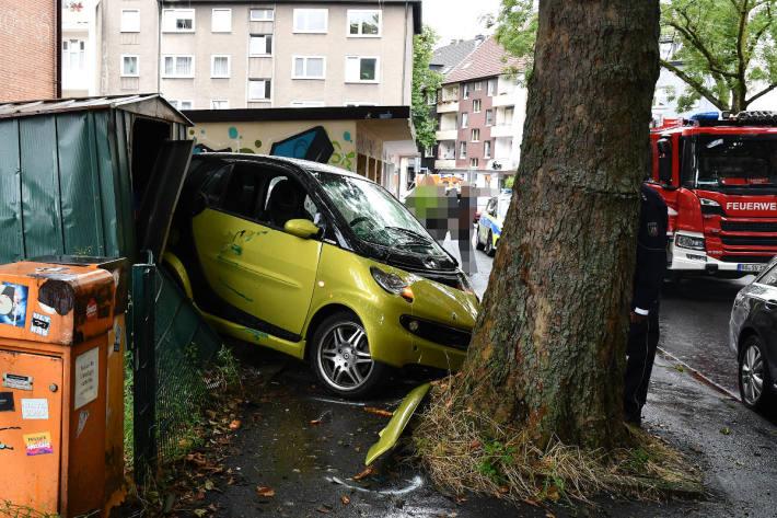 Autofahrerin (65) wird schwer verletzt in Bochum-Ehrenfeld