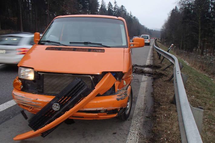 Ein technischer Defekt am Lieferwagen dürfte Schuld sein.