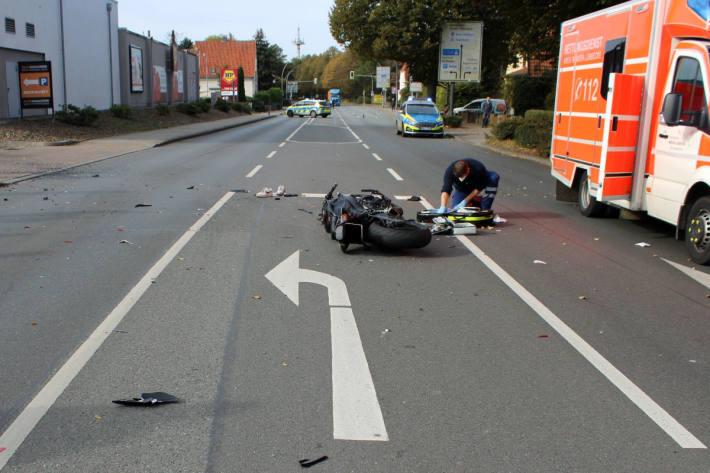 Motorradfahrer wird bei Unfall lebensgefährlich verletzt