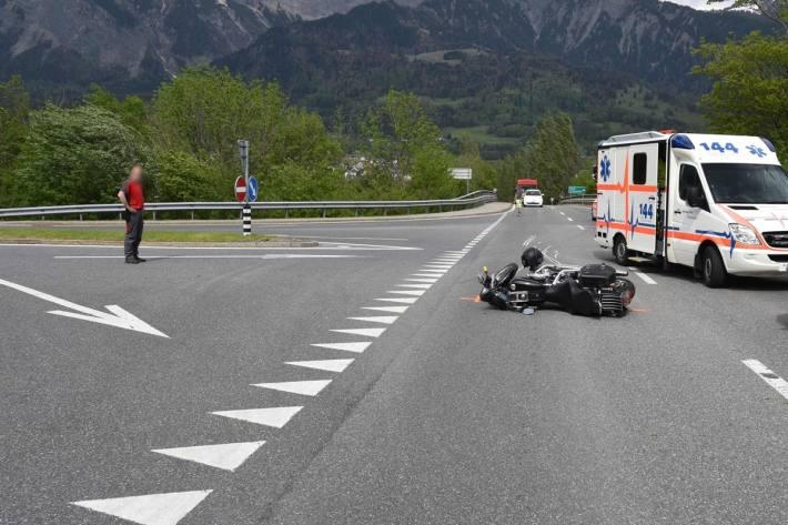 In Maienfeld GR verletzte sich ein Motorradfahrer.