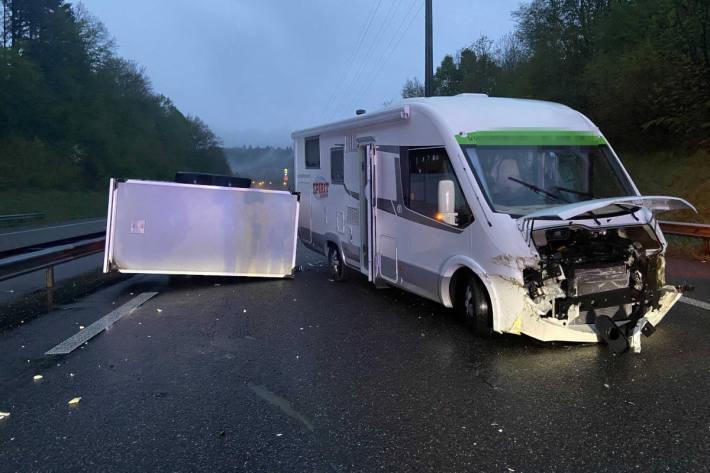 Am Unfall beteiligtes Wohnmobil auf der A1 bei Kölliken
