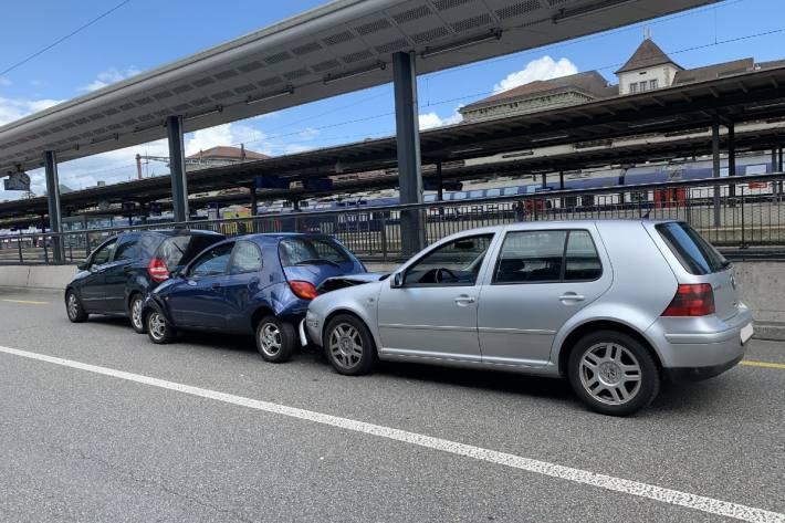 Beim Verkehrsunfall in der Stadt Schaffhausen erlitten zwei Fahrzeuge einen Totalschaden.