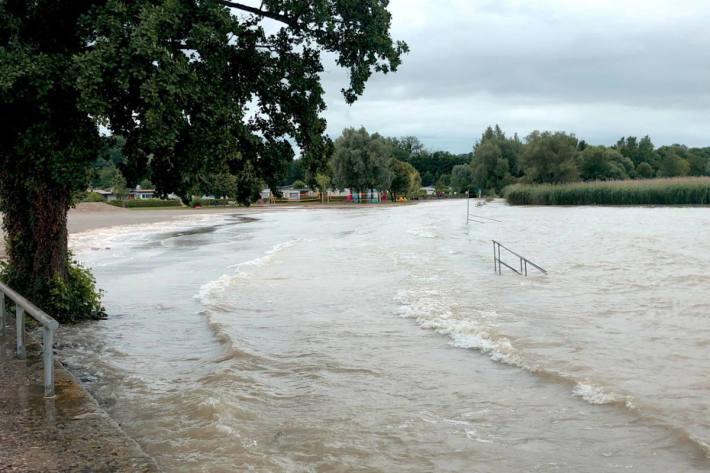 Die Kantone Freiburg, Waadt und Neuenburg koordinieren sich wegen der Unwetter