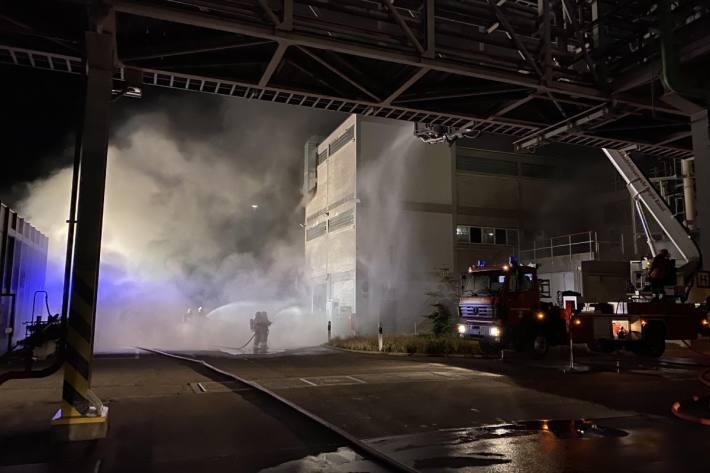 In Pratteln BL brannte es in einer Chemie-Firma.
