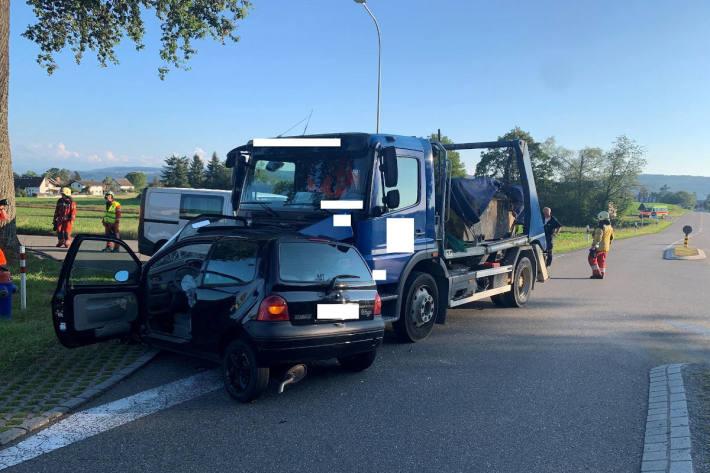 Autofahrer bei Unfall teils schwer verletzt