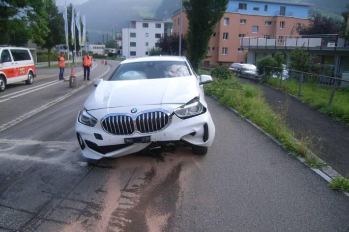 Beim Unfall in Schattdorf UR verletzten sich die Autolenkerin und das Kleinkind erheblich.