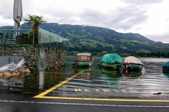 Im Kanton Schwyz ist wie hier in Lauerz  das Hochwasser ein Thema.
