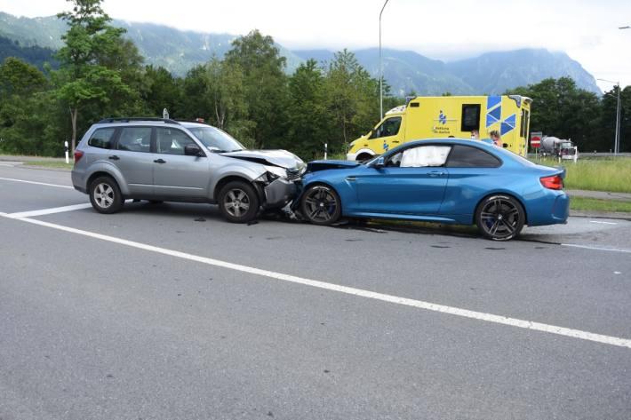 Grosser Sachschaden nach einer Frontalkollision gestern in Sevelen SG.